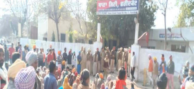 parents protest outside police station