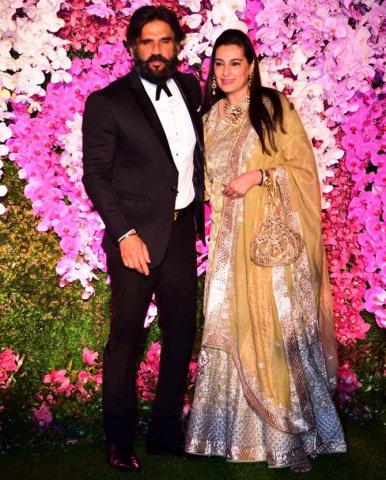 sunil shetty at akash ambani marriage party
