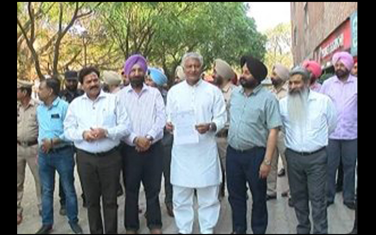 sunil jakhar with congress leaders