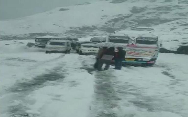 snowfal-in-himachal-pradesh