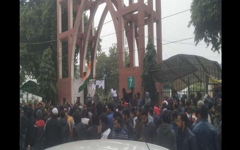 new-delhi-city-ncr-cab-delhi-protest