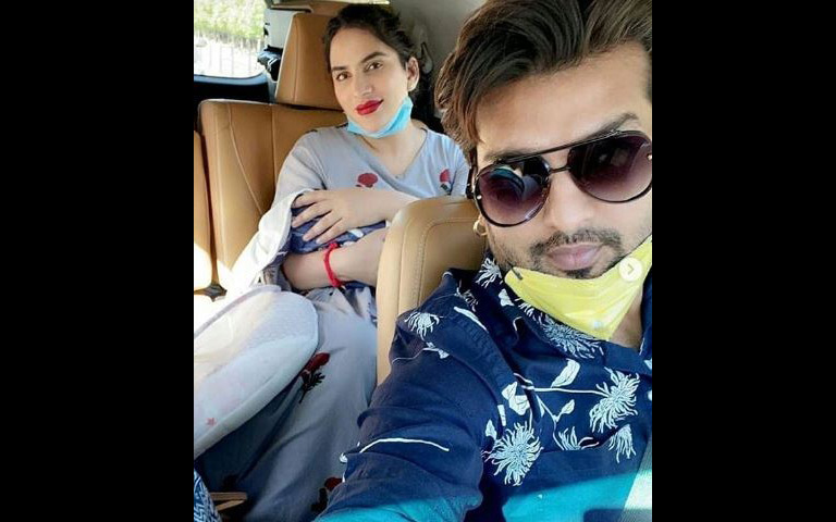 yuvraaj-hans-shares-pictures-of-mansi-sharma-and-son