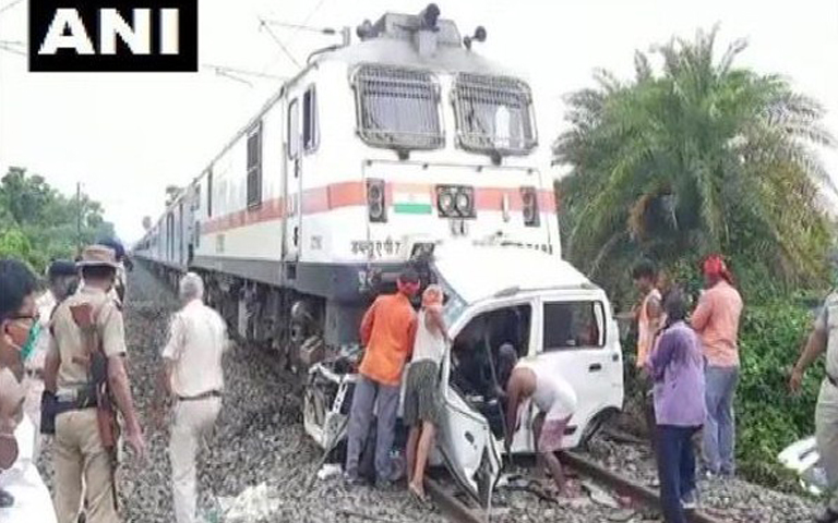 3-people-death-in-train-car-accident
