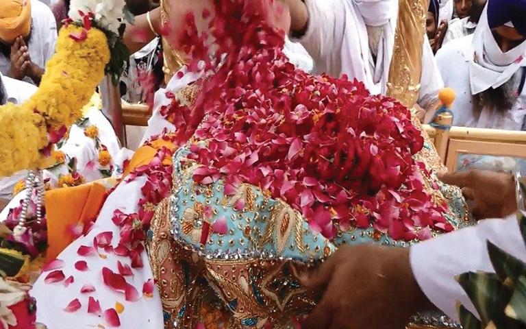 sri-harmandir-sahib-prakash-purab-amritsar-flowers-decorations-guru-granth-sahib-prakash-purab-nagar-kirtan