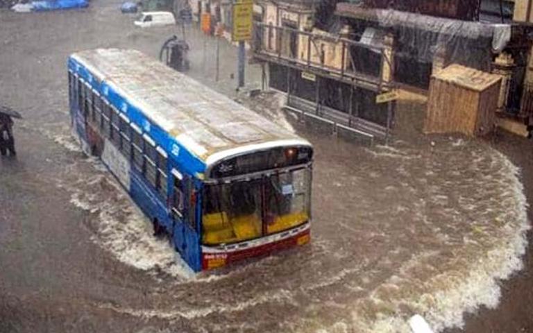 Mumbai Weather Updates: ਮੁੰਬਈ ਵਿੱਚ ਤੇਜ਼ ਹਵਾਵਾਂ ਤੇ ਭਾਰੀ ਮੀਂਹ ਨੂੰ ਦੇਖਦੇ ਹੋਏ ਜਾਰੀ ਕੀਤਾ ਰੈੱਡ ਅਲਰਟ