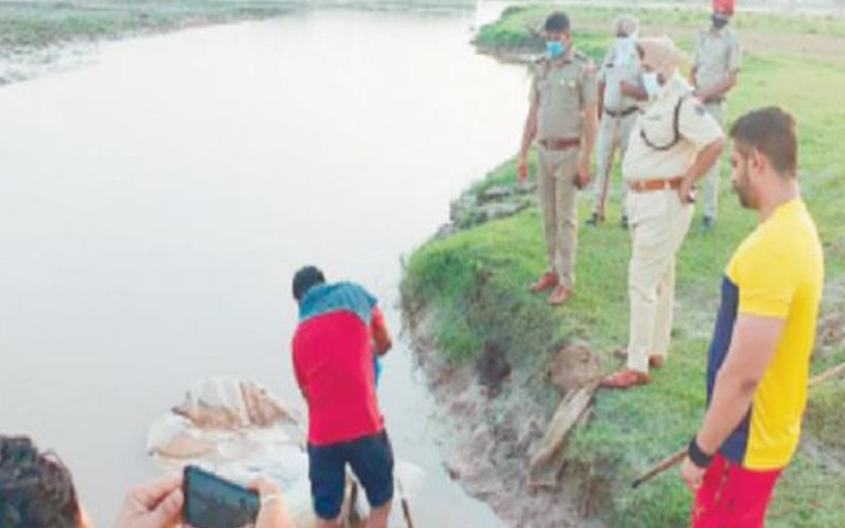 shahkot-police-recovered-3500-liters-liquor-from-the-sutlej-river