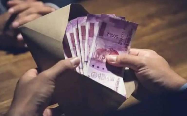 vigilance-bureau-caught-patwari-red-handed-taking-bribe-of-45000-in-hoshiarpur