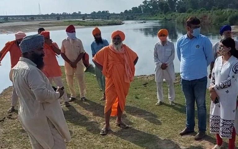 Rpanic-in-the-jalandhar-area-due-to-dead-fish-found-in-the-sutlej-river