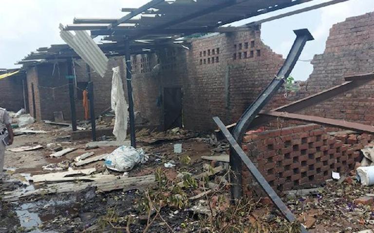 Amritsar Blast News: ਅੰਮ੍ਰਤਿਸਰ ਵਿੱਚ ਸਥਿਤ ਪਟਾਕਾ ਫੈਕਟਰੀ ਵਿੱਚ ਹੋਇਆ ਧਮਾਕਾ, ਪਿੰਡ ਵਾਲਿਆਂ ਨੇ ਸਰਕਾਰ ਕੋਲੋਂ ਕੀਤੀ ਵੱਡੀ ਮੰਗ