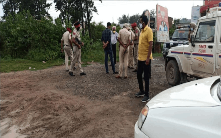 in-gurdaspur-carjacking-two-unidentified-took-away-car-on-gun-point