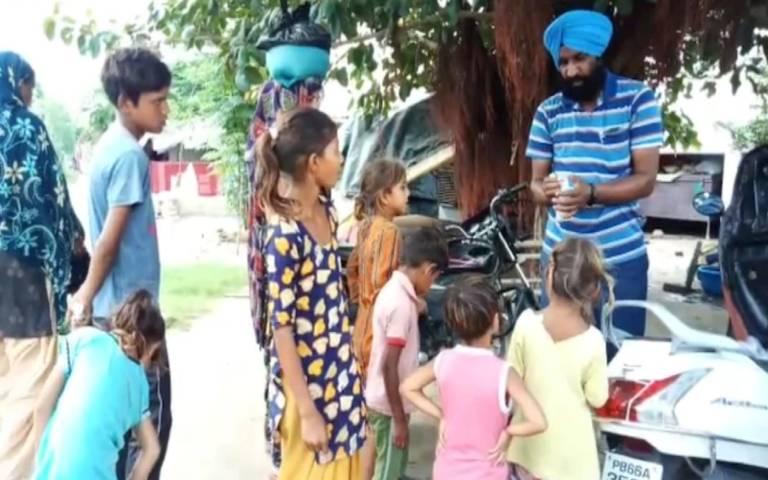 rajinder-singh-help-needy-people-in-corona-crises-in-moga