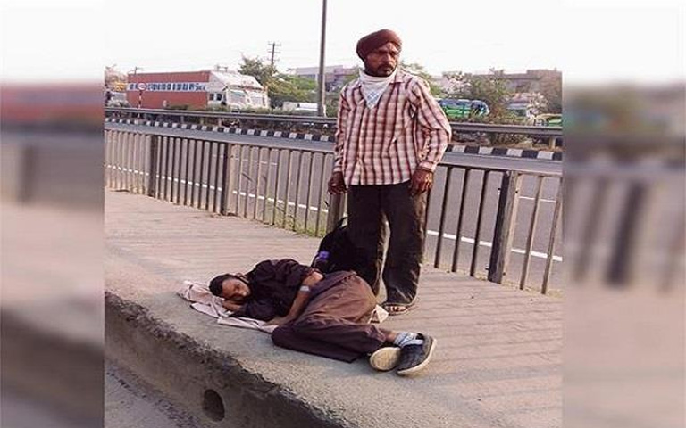 Father-Son suffered 4 hours on road but no one helped