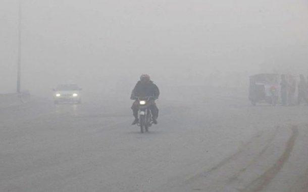 Driven-by-severe-frost,-dense-fog-breaks-traffic
