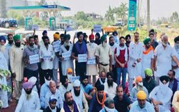 Farmers'-agitation-breaks-back-of-Reliance