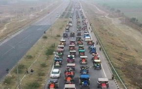 Farmers'-decision,-take-a-tractor-to-Delhi-or-give-Rs-2100-fund