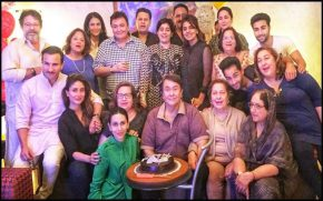 Karisma-Kapoor-shares-pic-with-family,-misses-sister-Kareena-Kapoor