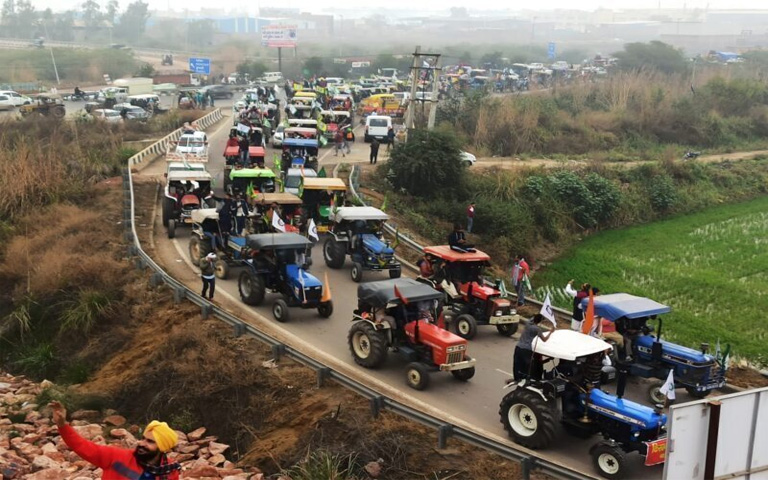 Thousands-of-farmers-marched-towards-Singhu,-Ghazipur-and-Tikri-borders.