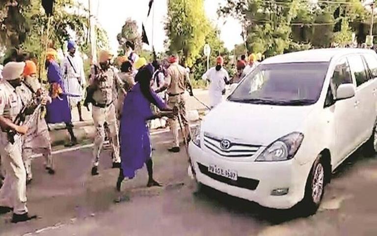 Sukhbir-Badal's-vehicle-attacked