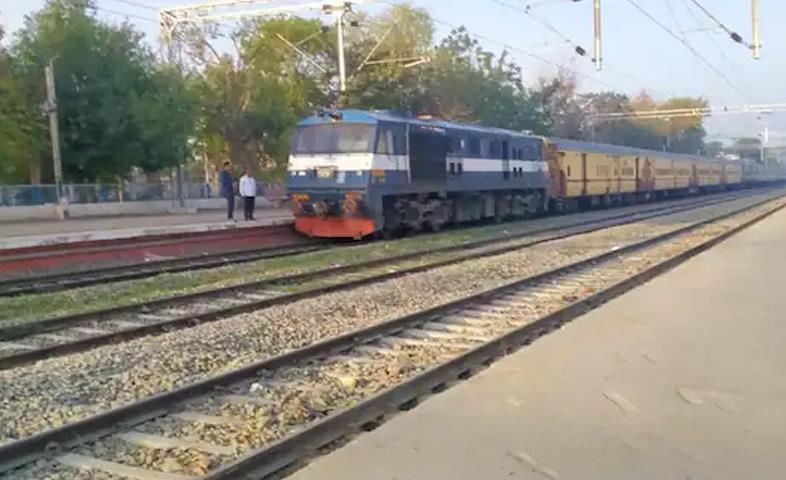 Bharat-band-,Delhi-fazilka-express-stop-at-tpa-railway-station