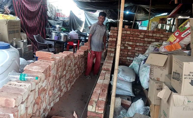 Farmers-start-construction-of-2-storey-house-at-singhu-border