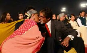 Amitabh-Jaya-did-KISS-in-a-packed-event