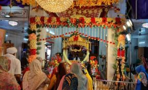 Beautiful-decoration-of-flowers-performed-at-Gurdwara-Guru-k-Mahal-on-the-occasion-of-400-years-of-Prakash-Purab-of-the-ninth-King