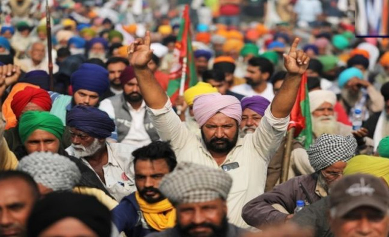A group of more than 500 farmers from Gurdaspur district under the banner of Kisan Mazdoor Sangharsh Committee today left for Delhi